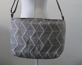 Grey shoulder bag with geometric ssin