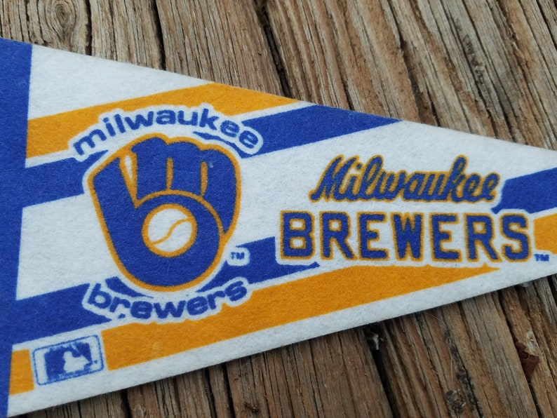 90/'s Milwaukee Brewers Small Pennant