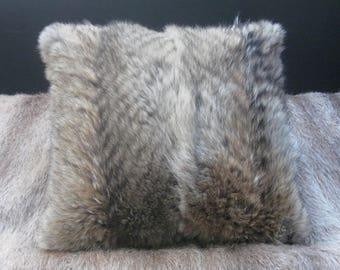 SO COYOTE, generous Coyote cushion