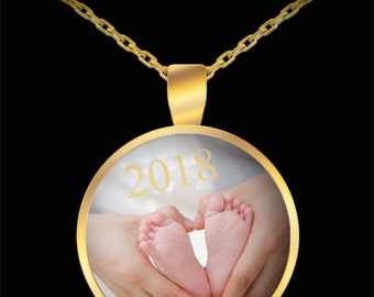 Beautiful New Mother's Day Limited Edition 2018 Mother Baby Feet Gold Keepsake Pendant- Mama Baby Feet Gold Round Necklace