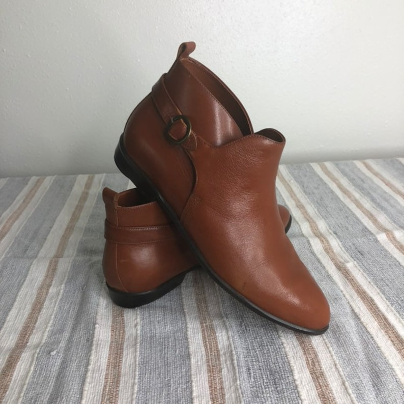 89269608c3e55 Vintage boots size 8.5 women's brown leather ankle booties