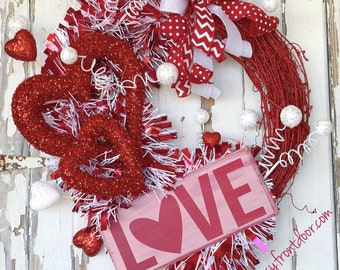 Valentines wreath, heart wreath, love wreath, Valentines gift, gift for her, Valentines Day Decor, Red and White Wreath