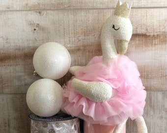 Plush Swan w/ Crown Wreath Kit