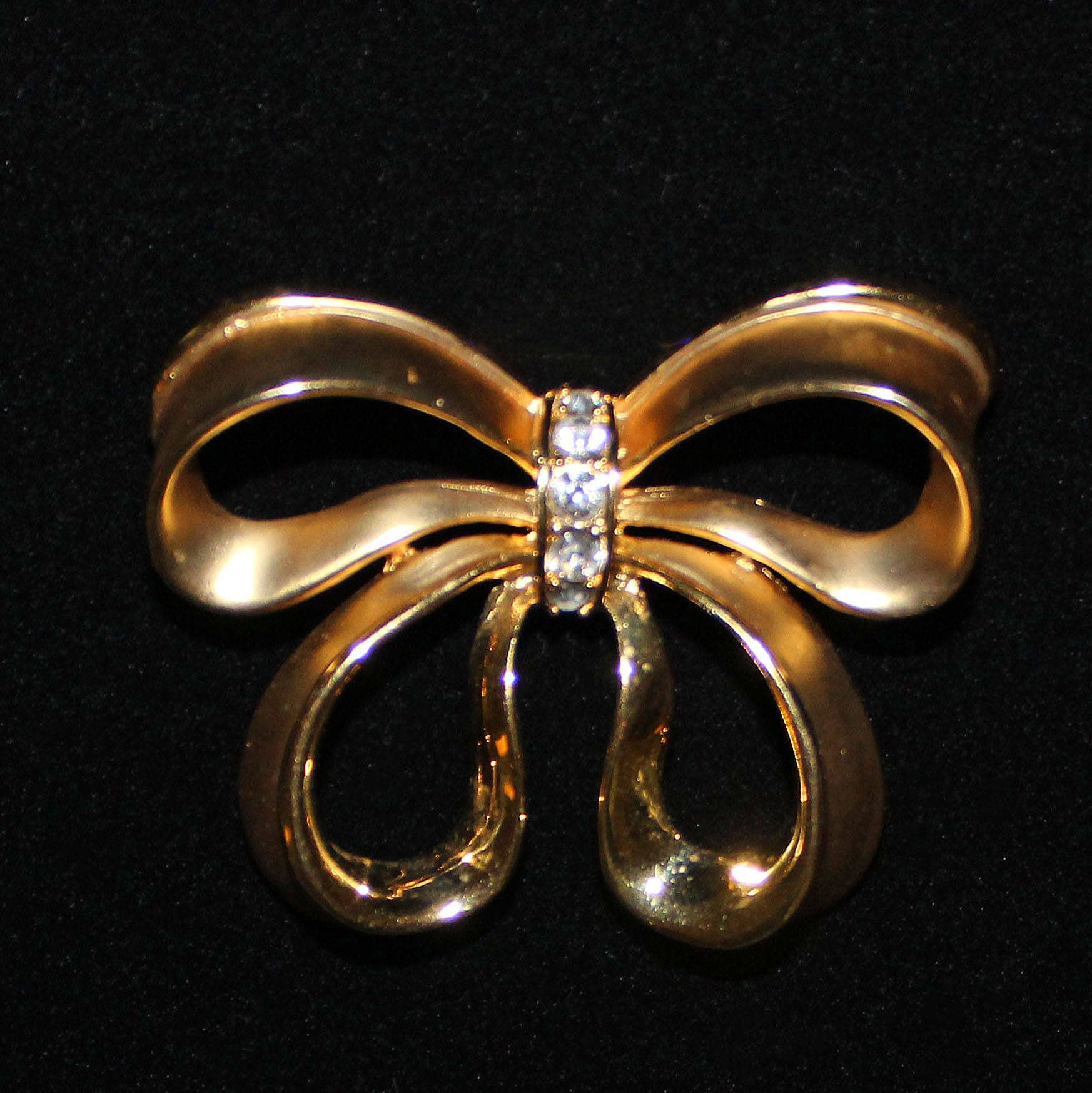 1e71647e9cc5e Vintage NAPIER Figural Bow Brooch with Clear Rhinestones Gold Plated on  Base Metal