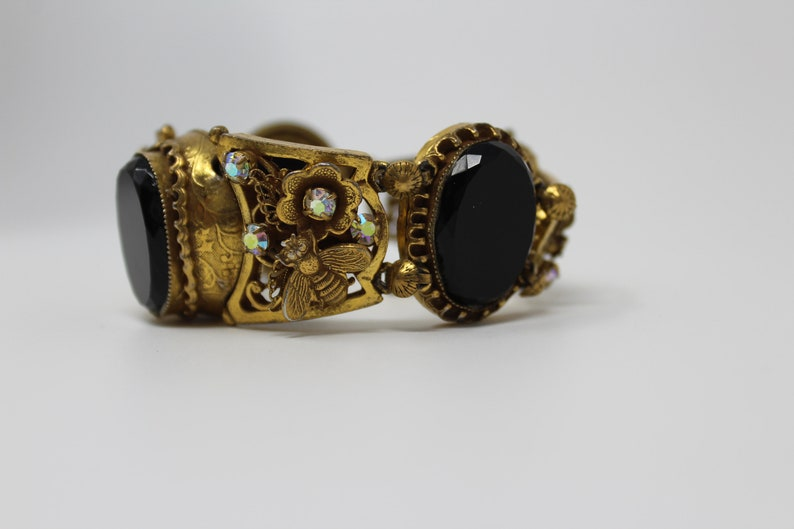 Vintage 1950s Heavy Layered Gold Tone Link Bracelet with Bees Flowers and Black Oval Faceted Crystal Glass Flat Stones.