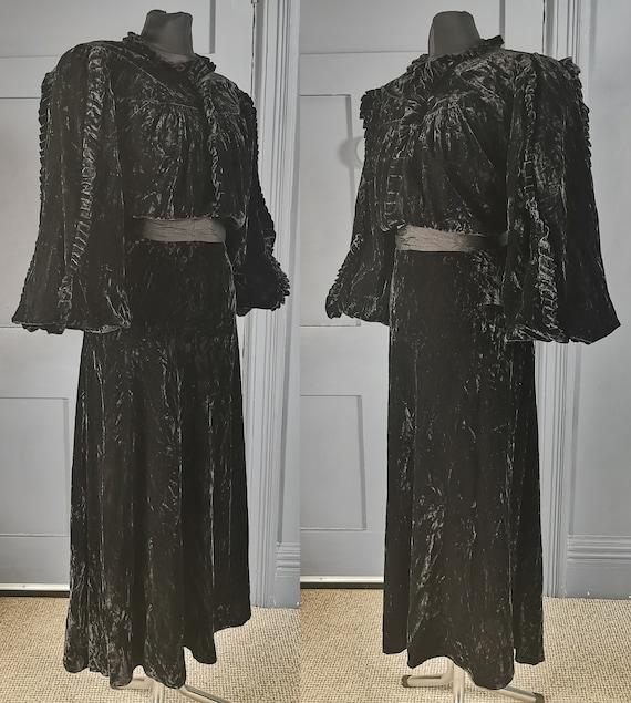 High Fashion Art Deco Vintage 1930s Velvet Bishop
