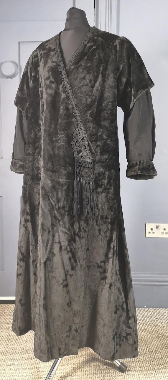Stylish Antique Edwardian 1900s / 1910s Velvet Mou