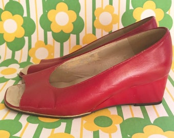 d23a4e042f2932 Vintage Jacques Michel Wedges Peeptoes Shoes Peep Toe Size 4 Red 37 Pumps  1960s 1970s Sixties Mod Twiggy Retro Sixties Mary Quant