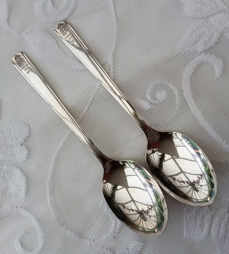 Wedding gift. 2 x vintage silver spoons Commemorative spoons George V Coronation May 1937 in Cereta plate