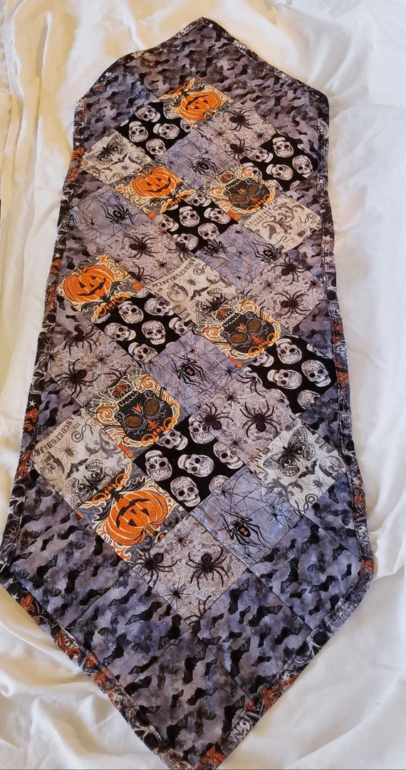 Halloween Pumpkin Skulls and Bats Point Table Runner, Halloween Table Decoration, Spooky Table Runner