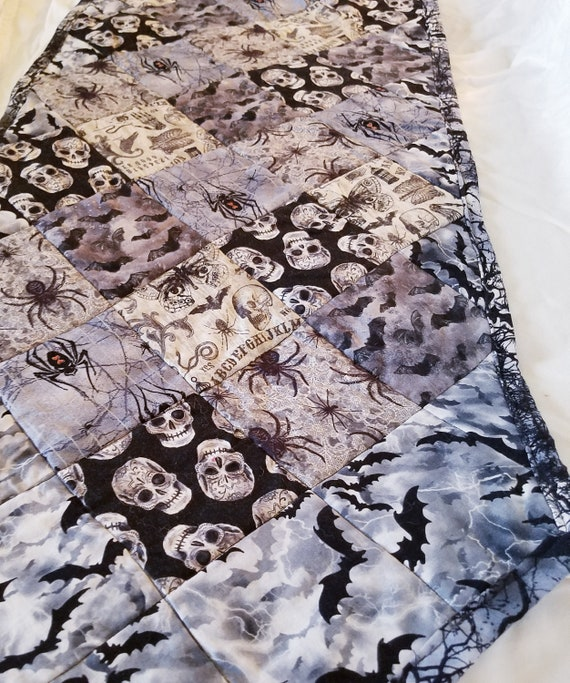 Halloween Skull, Spiders and Bats Point Table Runner, Halloween Table Decoration, Spooky Table Runner