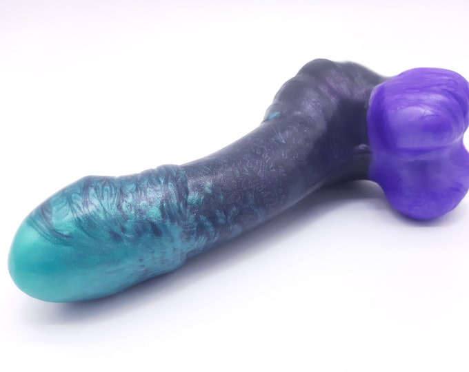 The Fascinos Platinum Silicone Dildo