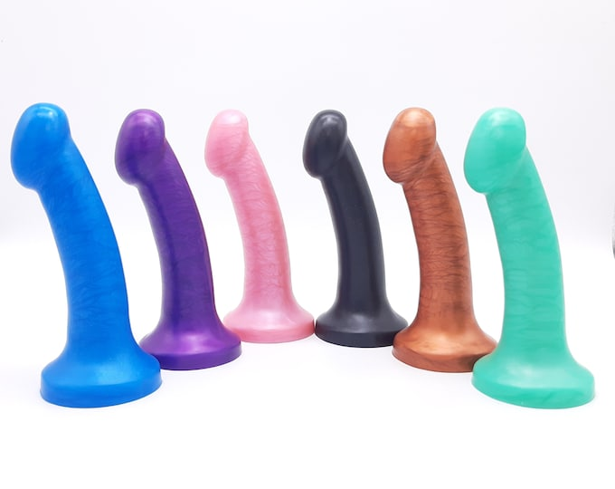 The Ūnō Platinum Silicone G-spot or P-spot Dildo