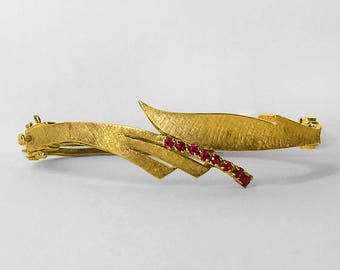Florentined 14K Yellow Gold Bracelet prong set with 8 lovely matched Rubies circa 1950 with secure catches