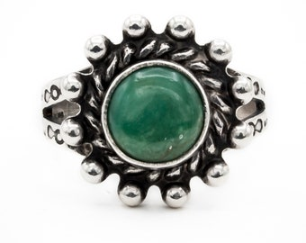 Rare Green Turquoise Boho style Sterling Silver Vintage ring engraved with arrow and circular pattern motifs on band