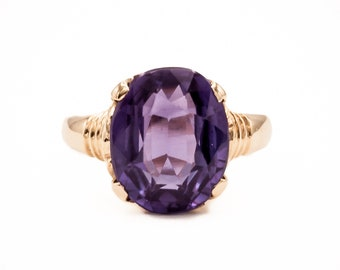 1940s Vintage Handmade post-Deco 14K yellow gold engagement / cocktail ring set with a fine lab-created oval Purple Sapphire