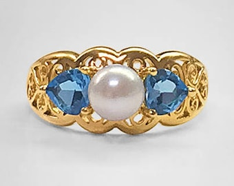 14K Yellow Gold vintage filigree Ring set with a fine 6.15 millimeter Akoya salt water Cultured Pearl flanked by 2 Heart shaped Blue Topaz