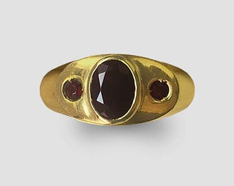 18K handmade Yellow Gold Ring circa 1955 which is set with 3 fine Garnets