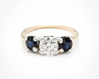 Stunning two carat 3-stone vintage cocktail / engagement ring with high quality Brilliant cut Diamond and 2 royal blue Sapphires