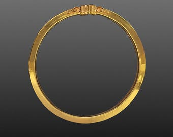 18K Yellow Gold elegant Bangle Bracelet. Probably Indian.
