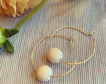 Small gold hoop earring//wood bead accent//1inch hoop