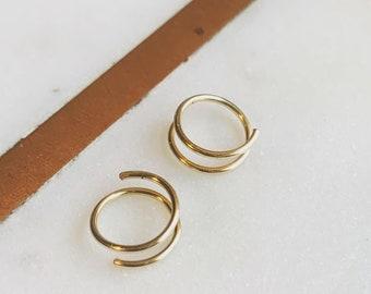 Curl mini hoops//gold earring twists