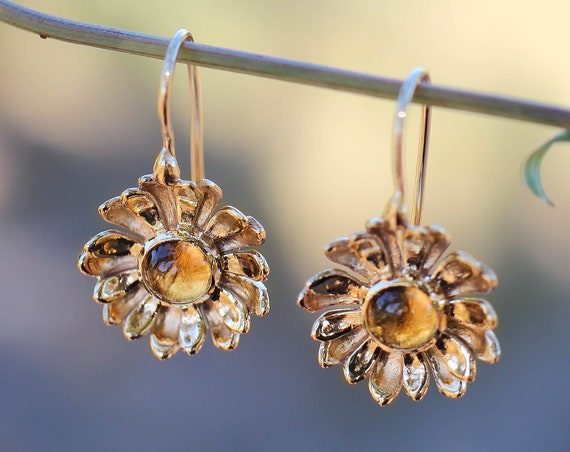 Yellow gold daisy earrings with citrine, flower earrings, daisy jewelry, delicate earrings, jewelry gift, nature earrings, handmade gold