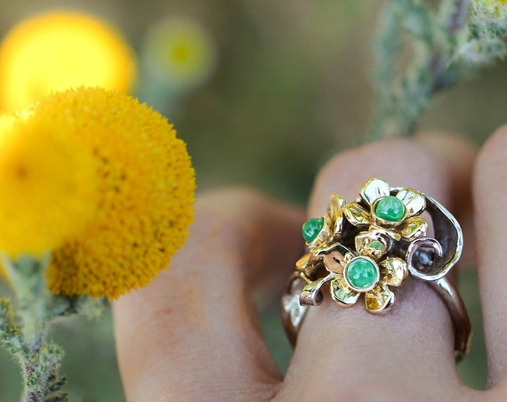 Floral emerald engagement ring, gold flower ring, two tone gold ring for woman, jewelry gift, romantic emerald ring, unique nature ring
