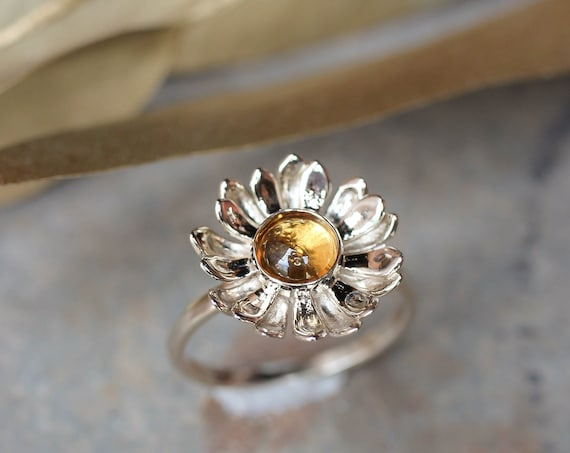 White gold daisy ring with citrine, delicate proposal ring, gold ring for woman, daisy flower ring, nature engagement ring, ring for women