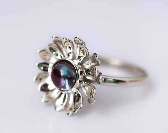 Alexandrite flower ring, white gold ring, daisy ring, ring for woman, nature engagement ring, delicate proposal ring, floral jewelry, unique