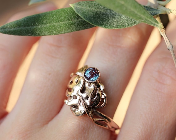 Rose gold alexandrite ring, gold leaf ring, monstera ring, nature jewelry gift, unique ring for woman, unusual engagement ring, laves ring