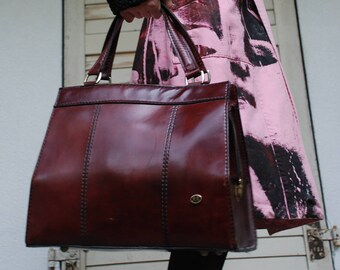 Bag Doctor bag original vintage with lived patina in Bordeaux leather