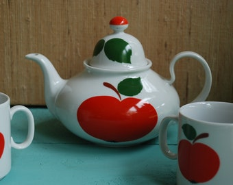 Teapot with two cups from the 70s-Apple motif