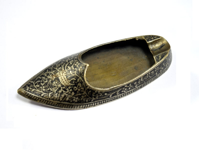 Vintage Brass Enamel Work Ash Tray Indian Old Fashioned Ash Tray G76-41 Unique Miniature Shoe With Deer HandCrafted Ash Tray Table Decor