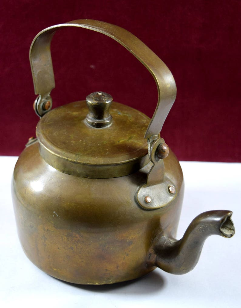 Old Metal Pot G66-266 Old Vintage Hand Crafted Brass Indian Tea Pot Vintage Pot,vintage tea kettle Decorative Kitchenware Coffee Pot