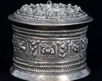 Rare Chased Silver Repousse Betel Box Thai / Burma - Collectible Burmese mythical creature Features - Silver Betel Nut Container. G10-57