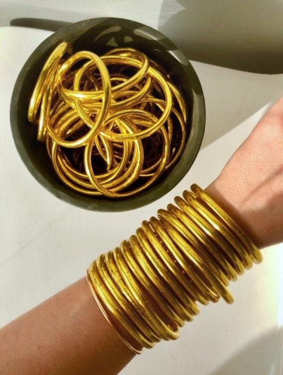 design intemporel f1d1f 69b0c Bracelet jonc de temple bouddhiste de qualité supérieure et rempli de  feuille d'or