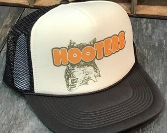 4920da3341bb2 Hooters Owl Trucker Hat! Vintage 80 s 90 s Snapback Cap! Brown Tan Mesh  Restraunt Chicken Wings