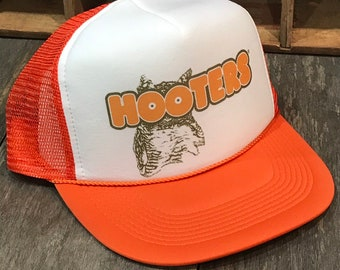 fa48aa045e7 Hooters Owl Trucker Hat! Vintage 80 s 90 s Snapback Cap! Orange Mesh  Restraunt Chicken Wings