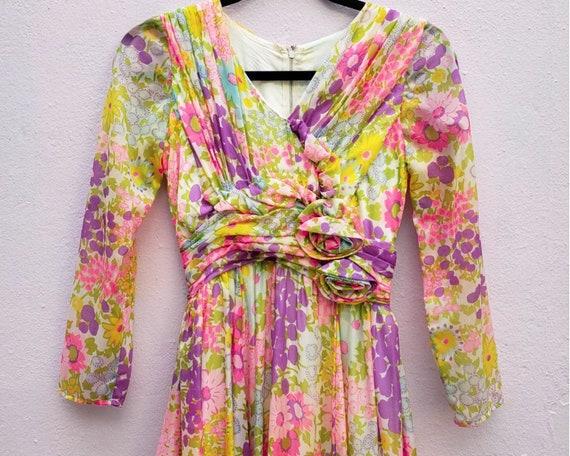 Vintage Late 1960's Daytime Flower Dress