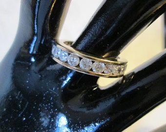 Vintage STERLING SILVER ETERNITY Band Ring*Sparkly Clear facetted stones*signed 925*size 7  (9325)
