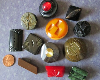 """12 Medium/Large CHUNKY FUNKY Vintage BUTTONS*some bakelite*up to 1-1/2""""* (7513)"""