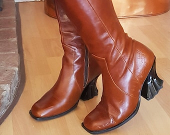 John Fluevog Rococo Boots Size 6 Brown Leather With Grey Damask Cuffs Fantastic Webbed Heel Embossed John Fluevog Signature