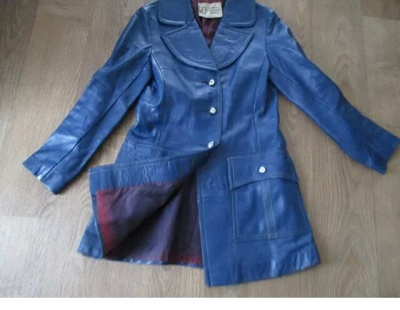 Beautiful vintage 1970s 1960s mod blue real leathe