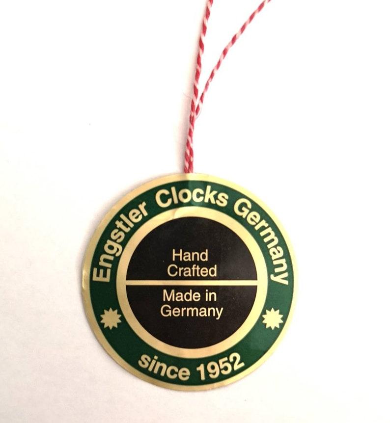 Horloge coucou moderne, original de la Forêt Noire (Allemagne) / coucou en bois moderne, original de la Forêt Noire (Allemagne)