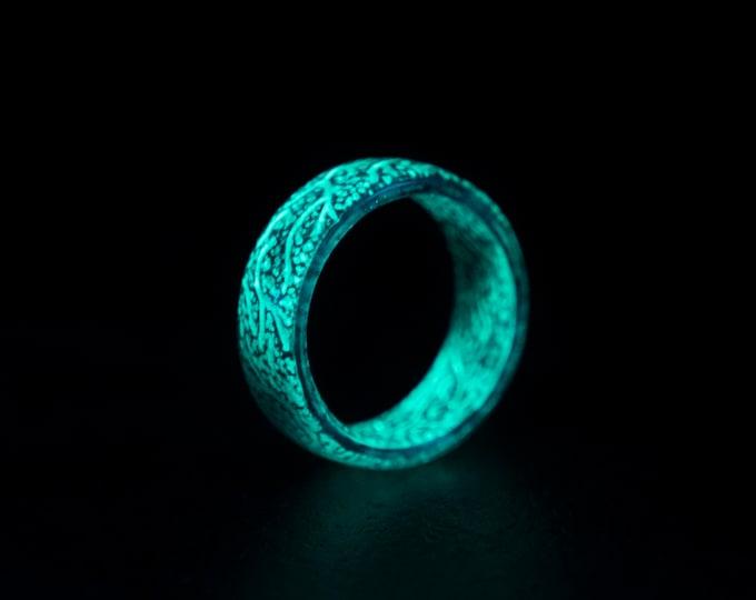 Glow in the dark ring, glow ring, Resin ring, epoxy ring, Blue glow ring. rings for men, mens ring, unique ring.