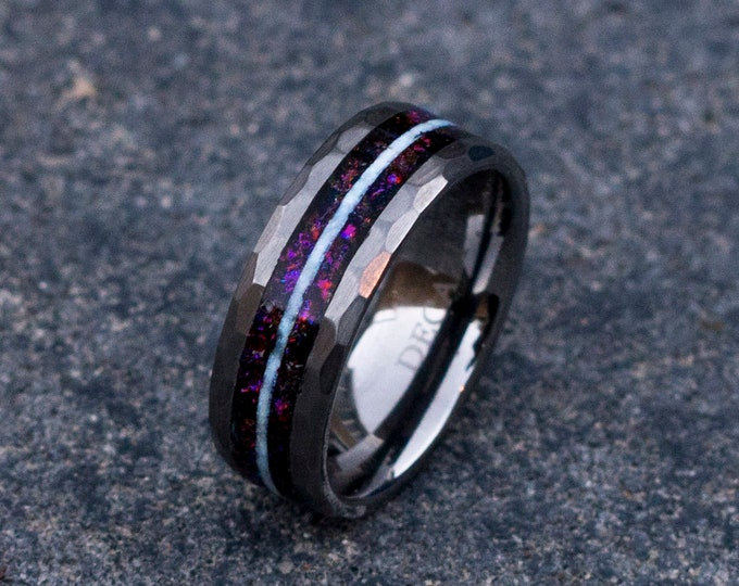 Glow in the dark. human opal ring. Galaxy opal. Tungsten ring for men. meteorite opal ring. Hammered. wedding band men. ring with opal inlay