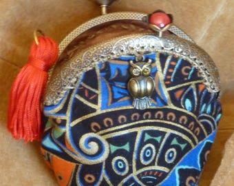 Coin purse with an Owl medallion