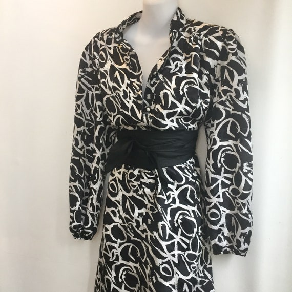 Vintage 80's GRAPHIC Print Smocked Shirt Dress / … - image 2