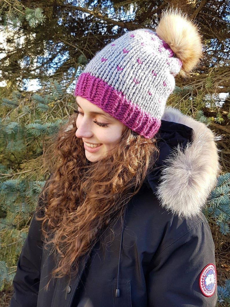 Winter Hat with removable fur pompom Hat Size Adult Tuque d/'hiver avec pompon d\u00e9tachable